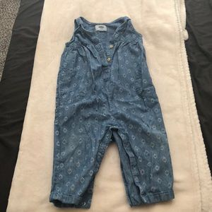 Old navy romper with snaps